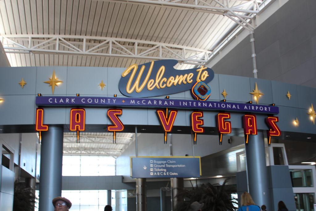 ラスベガス空港サイン